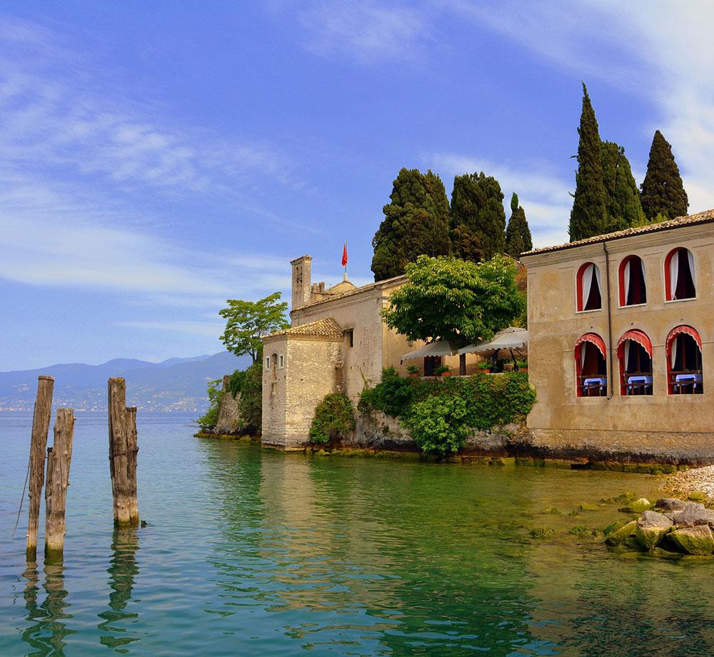 Vatten och hus i Garda